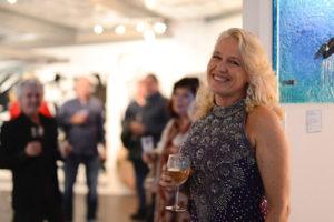 Lisa de Boer, glass artist at Glass Xpression gallery night.